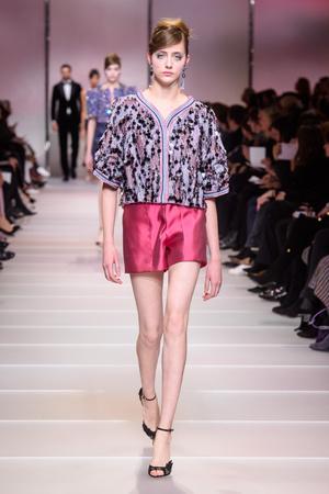 Показ Giorgio Armani Privé коллекции сезона Весна-лето 2018 года Haute couture - www.elle.ru - Подиум - фото 676501