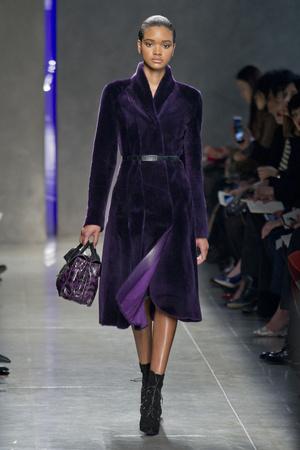 Показы мод Bottega Veneta Осень-зима 2014-2015 | Подиум на ELLE - Подиум - фото 3945