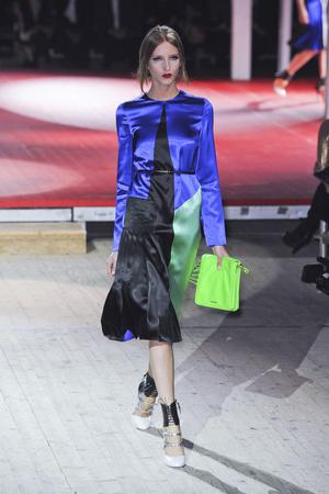 Показы мод Miu Miu Весна-лето 2011 | Подиум на ELLE - Подиум - фото 2466