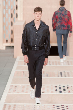 Показ Louis Vuitton коллекции сезона Весна-лето 2014 года Men prêt-à-porter - www.elle.ru - Подиум - фото 556985