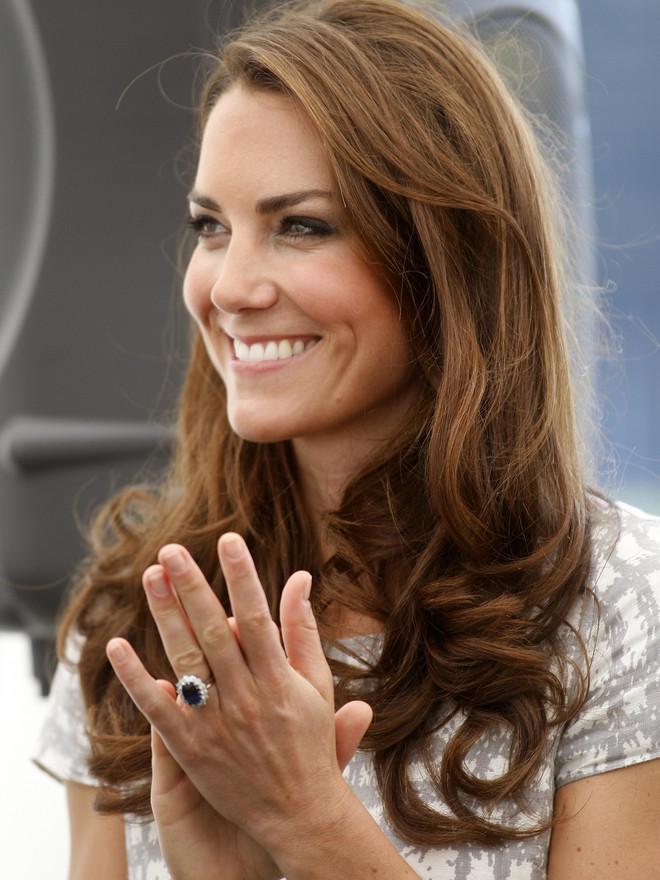 Почему Кейт Миддлтон больше не носит помолвочное кольцо? (фото 3)