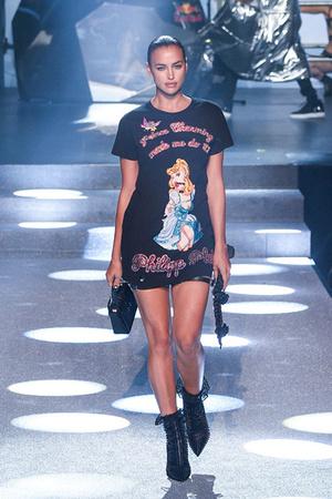 She's back: Ирина Шейк вышла на подиум Недели моды в Нью-Йорке фото [3]