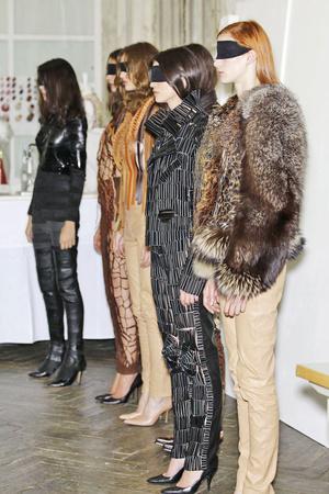 Показ Maison Martin Margiela коллекции сезона Осень-зима 2010-2011 года Haute couture - www.elle.ru - Подиум - фото 167118