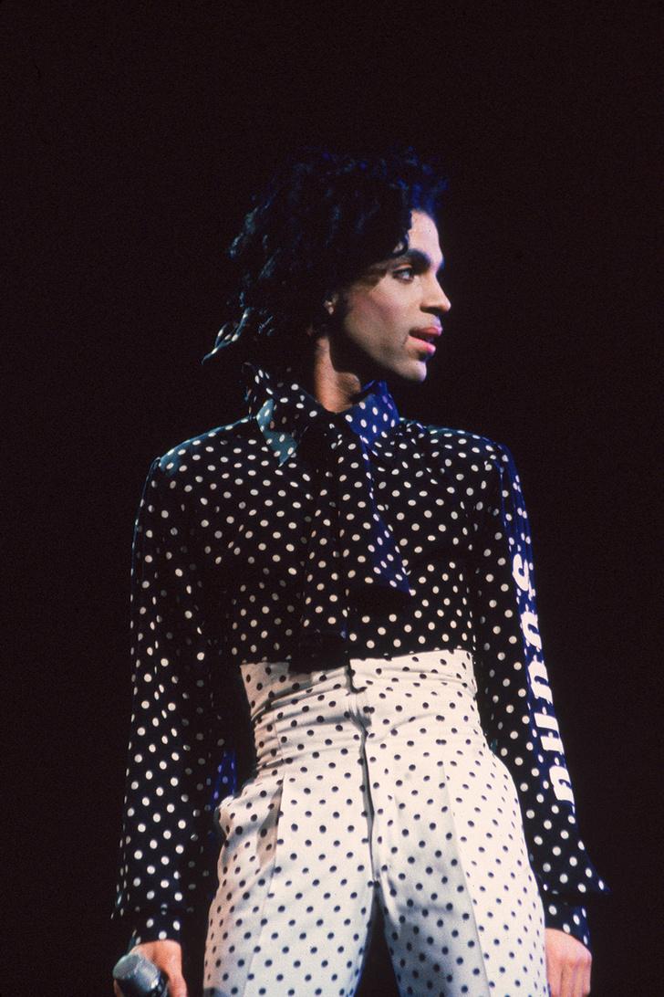 Икона стиля: носим принт в горох, как Prince (фото 1)