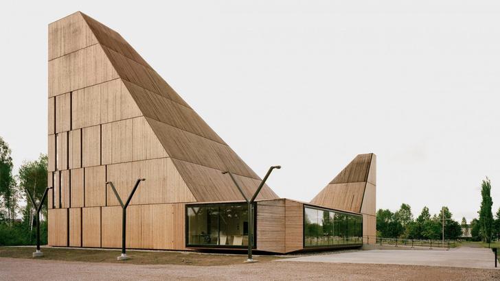 Деревянная церковь необычной формы в Норвегии (фото 0)
