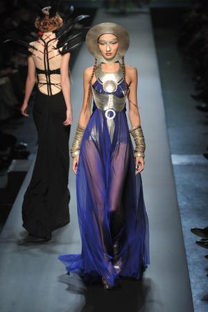 Показы мод Jean Paul Gaultier Весна-лето 2010 | Подиум на ELLE - Подиум - фото 2889