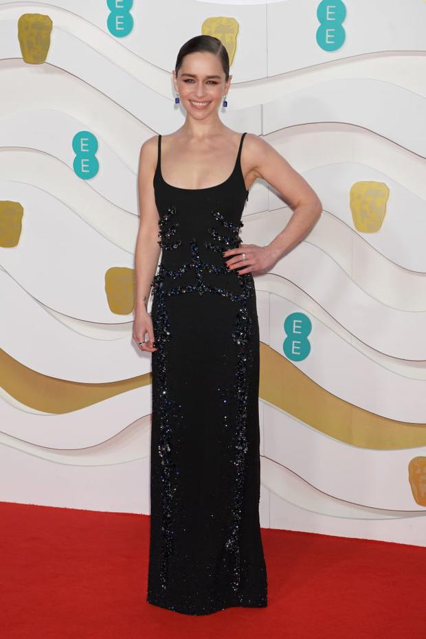 Тонко и со вкусом: Эмилия Кларк в Schiaparelli на премии BAFTA 2020 (фото 1)