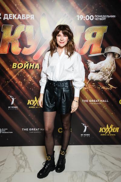Светская Москва на премьере комедии  «Кухня. Война за отель» (галерея 3, фото 0)