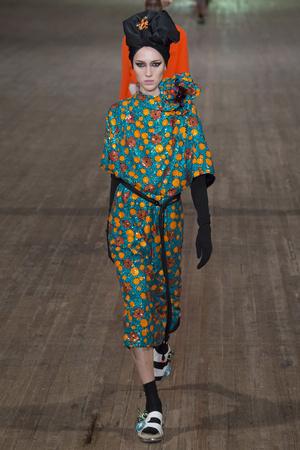 Показ Marc Jacobs коллекции сезона Весна-лето 2018 года Prêt-à-porter - www.elle.ru - Подиум - фото 629731
