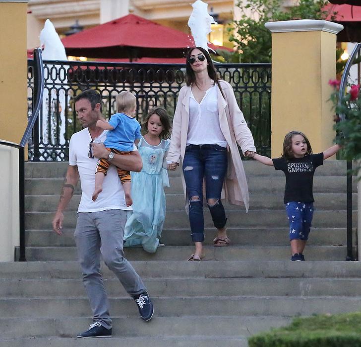Новый выход Меган Фокс с детьми фото [2]