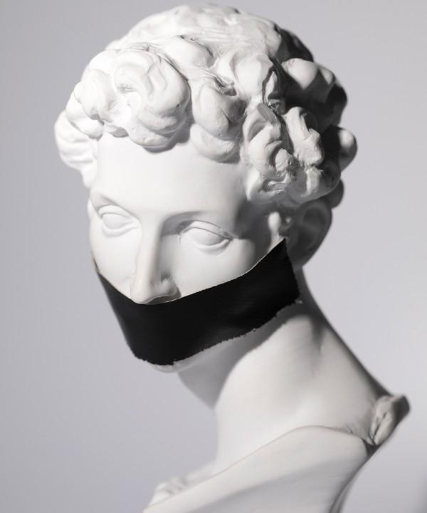 Эстетическое тейпирование: зачем вам клеить ленты на лицо