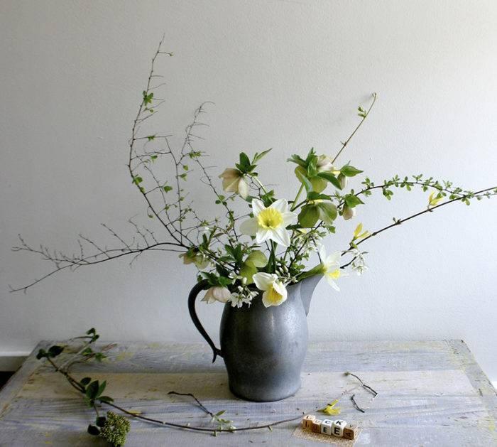 Украшаем дом к весне: букеты из веток (фото 11)