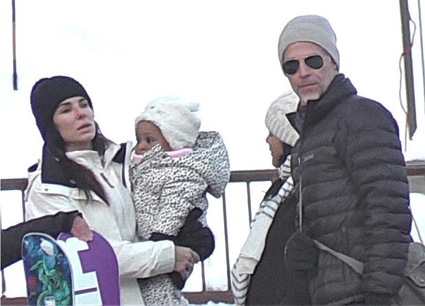 Сандра Буллок с Брайаном Рэндаллом и детьми