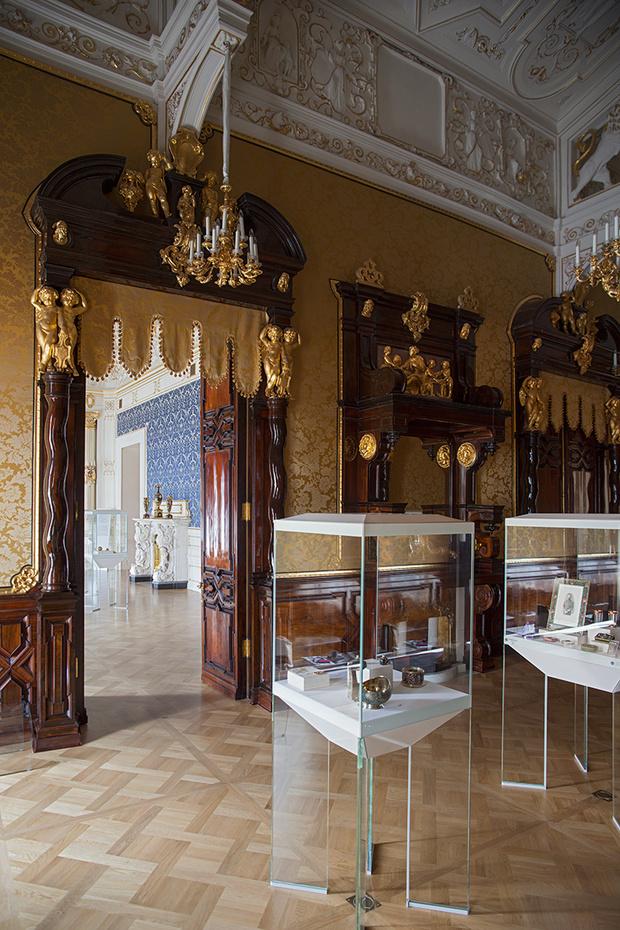 Золотая гостиная. Экспозиция драгоценных подарков и objets de fantaisie