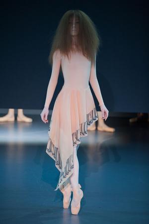 Показы мод Viktor & Rolf Весна-лето 2014 | Подиум на ELLE - Подиум - фото 3785