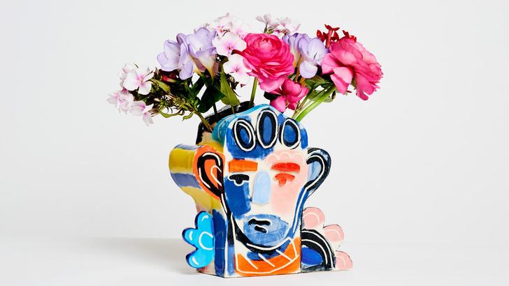 Художник Джон Бут создал керамические вазы для Tributes