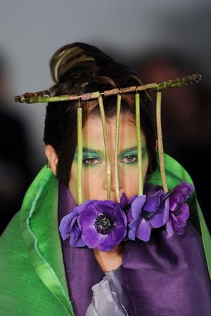 Показ Maurizio Galante коллекции сезона Весна-лето 2012 года Haute couture - www.elle.ru - Подиум - фото 331210