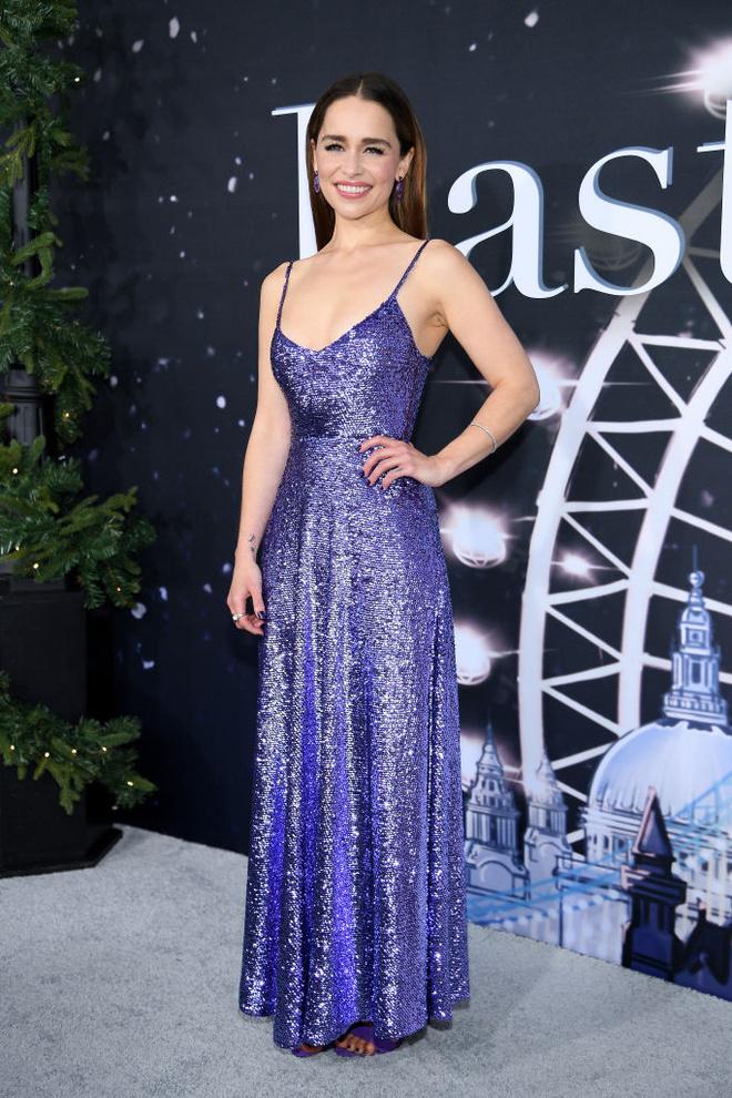 Идеальное платье на Новый год 2020 — у Эмилии Кларк (фото 1)