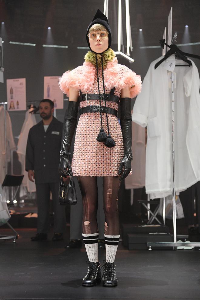 Мастера Gucci дошивали одежду прямо на показе (фото 6.1)