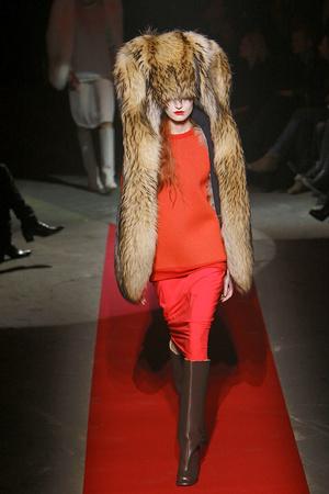 Показы мод Maison Martin Margiela Осень-зима 2010-2011 | Подиум на ELLE - Подиум - фото 2722