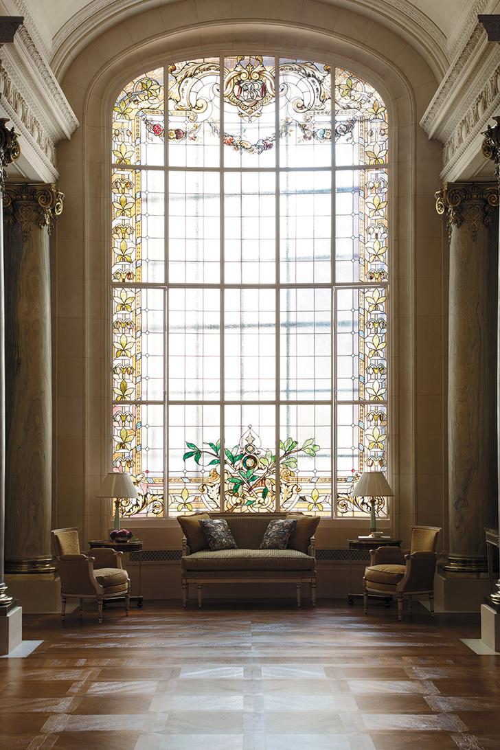 Витражное окно Галереи отеля