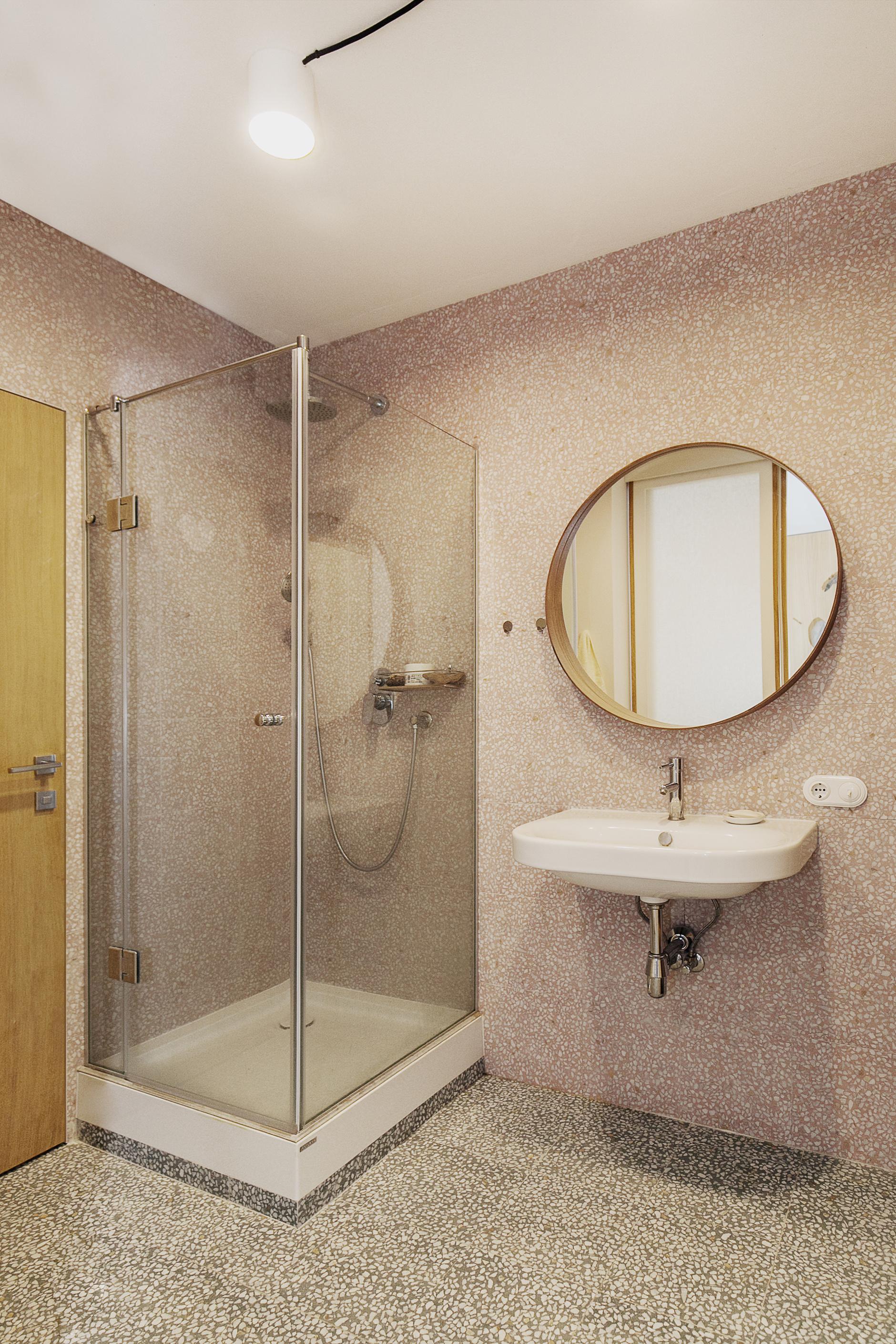 Розовая пудра: 20+ ванных комнат в нежной гамме (галерея 1, фото 3)
