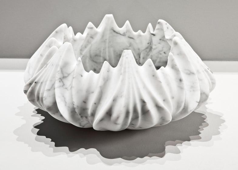 Мраморные вазы и столы от Захи Хадид | галерея [1] фото [2]