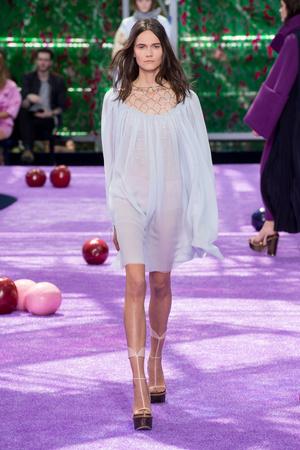 Показ Christian Dior коллекции сезона Осень-зима 2015-2016 года haute couture - www.elle.ru - Подиум - фото 596925