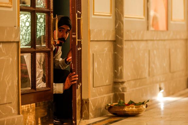 Кино недели: «Отель Мумбаи: Противостояние», Хэтэуэй и спойлеры (фото 5)