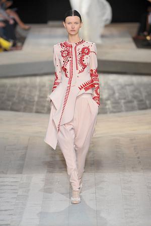 Показ Givenchy коллекции сезона Осень-зима 2009-2010 года Haute couture - www.elle.ru - Подиум - фото 87737