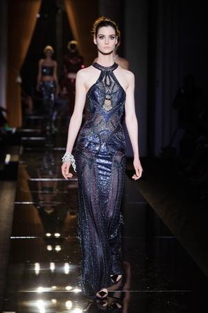 Показ Versace Haute Couture коллекции сезона Осень-зима 2013-2014 года haute couture - www.elle.ru - Подиум - фото 556630