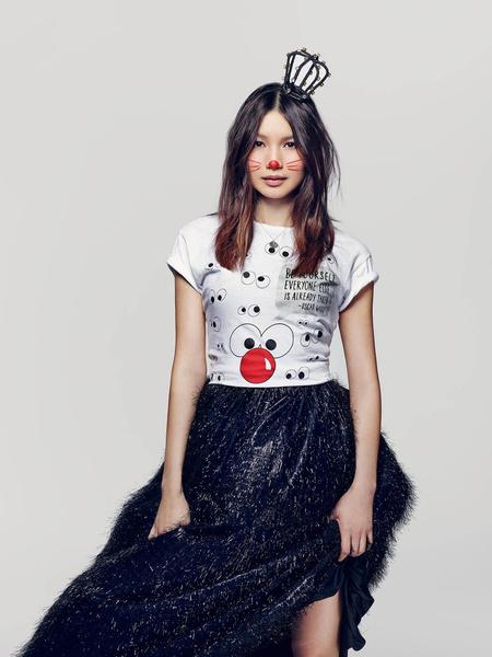 Известные дизайнеры создали футболки ко Дню красного носа | галерея [2] фото [8]
