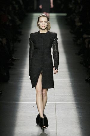 Показ Givenchy коллекции сезона Осень-зима 2009-2010 года prêt-à-porter - www.elle.ru - Подиум - фото 98453