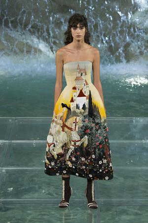 Показ Fendi коллекции сезона Осень-зима 2016-2017 года Haute couture - www.elle.ru - Подиум - фото 607469