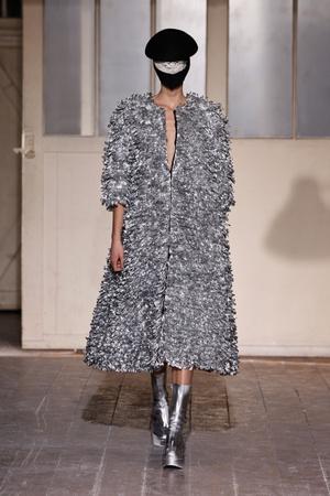 Показ Maison Martin Margiela коллекции сезона Весна-лето 2013 года Haute couture - www.elle.ru - Подиум - фото 480783