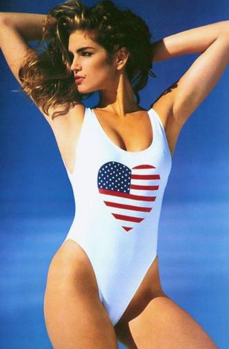 7 идеальных купальников Синди Кроуфорд, которые снова актуальны