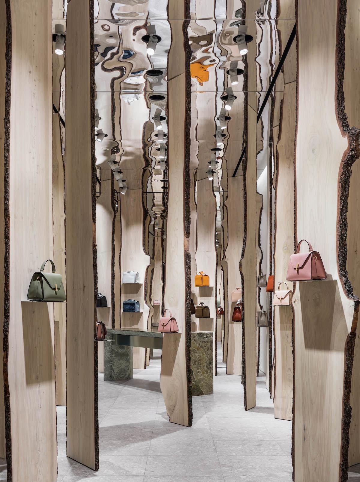 Свои в доску: инсталляция Кенго Кумы в бутике Valextra (галерея 4, фото 3)