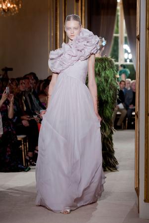 Показ Giambattista Valli коллекции сезона Осень-зима 2012-2013 года haute couture - www.elle.ru - Подиум - фото 403401