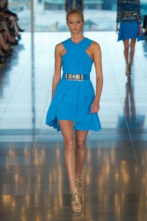 Показы мод Matthew Williamson Весна-лето 2013 | Подиум на ELLE - Подиум - фото 1175