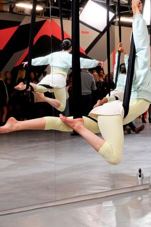 Показ Adidas by Stella McCartney коллекции сезона Весна-лето 2014 года prêt-à-porter - www.elle.ru - Подиум - фото 567002