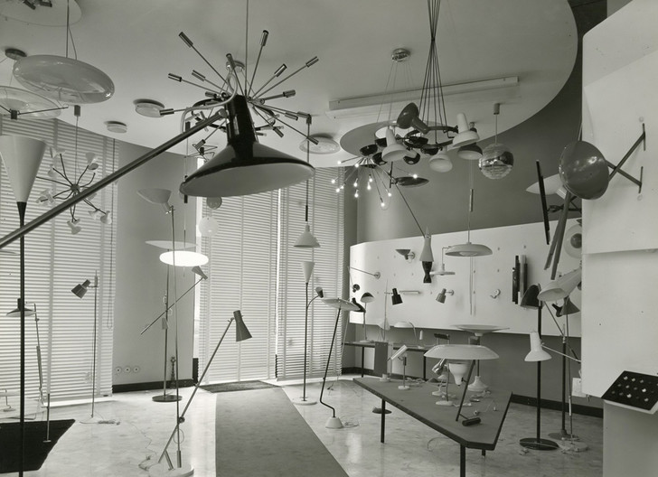 Миланский магазин Arteluce на виа Маттеотти, оформленный Марко Дзанузо, 1953 год.