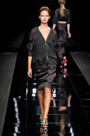 Показы мод John Richmond Весна-лето 2013 | Подиум на ELLE - Подиум - фото 1132