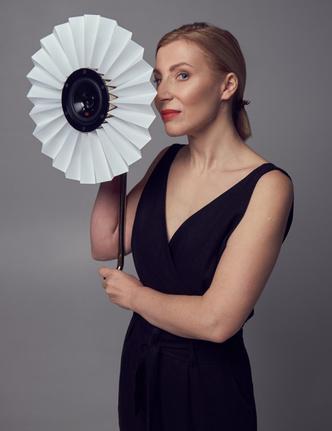 Столик для макияжа по мотивам платья Dior (фото 2)