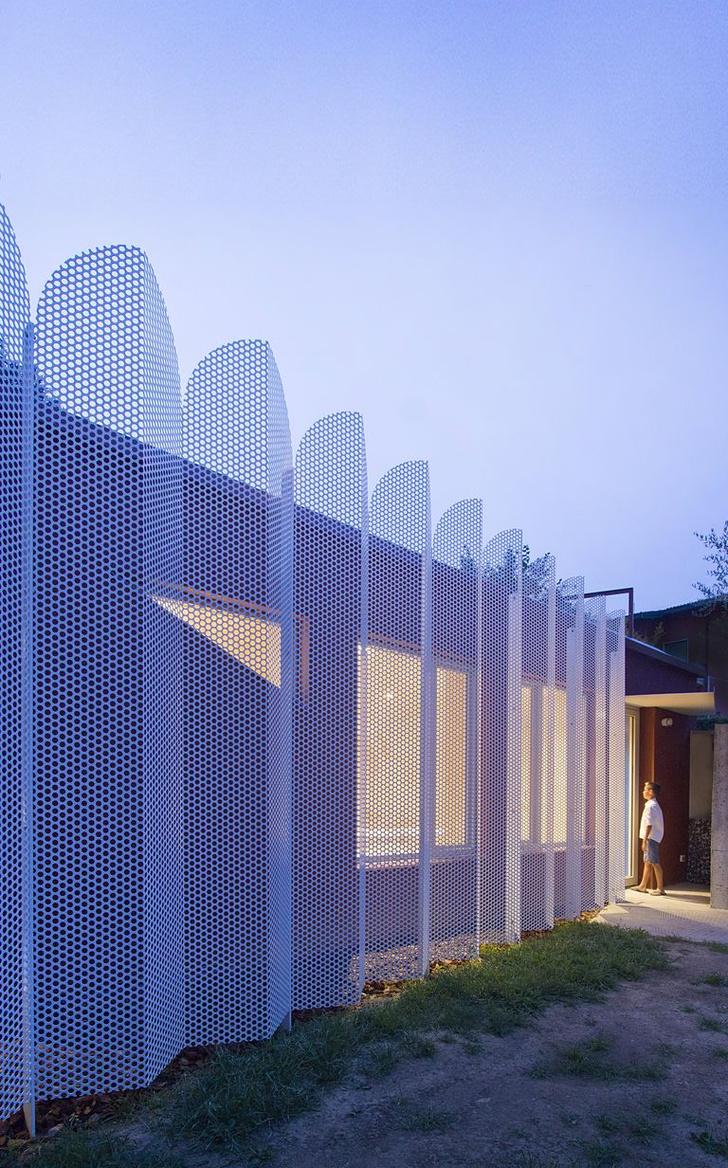 Микродом на веранде за ажурным забором в Италии (фото 2)