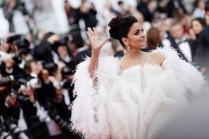 Белый лебедь: Айшвария Рай в платье Ashi Studio (фото 3)