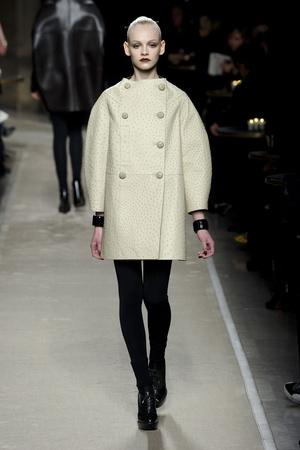 Показы мод Loewe Осень-зима 2011-2012 | Подиум на ELLE - Подиум - фото 2139