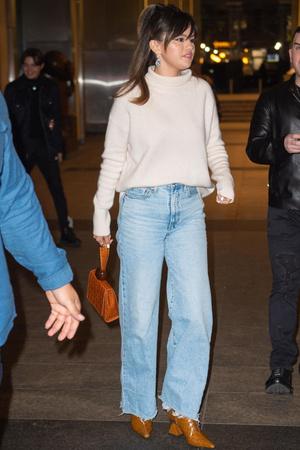 Селена Гомес нашла самые модные джинсы сезона (фото 0.1)