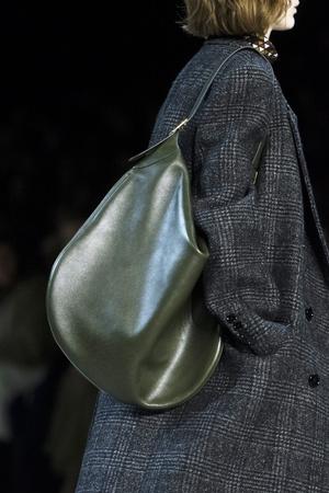 70 лучших сумок с показов Fall/Winter 2019 (фото 10.2)