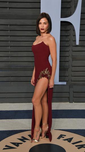 Призрачная нить: самые откровенные платья звезд на вечеринке после «Оскара» (фото 3.1)