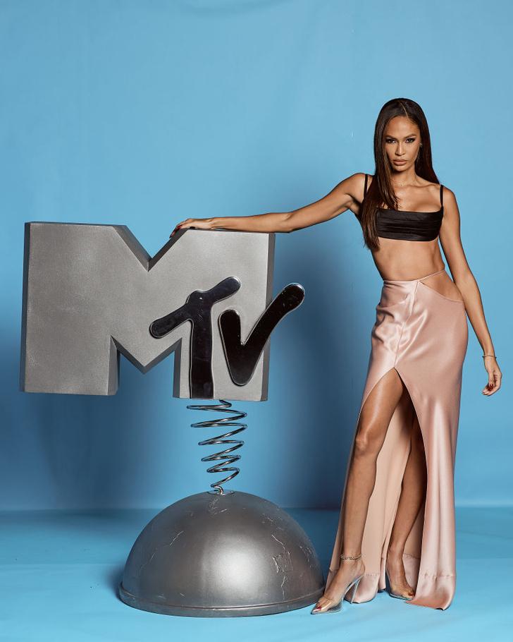 Обнаженные и откровенные: три супермодели на премии MTV EMA (фото 1)